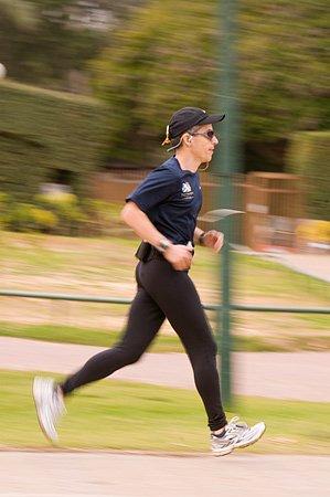 """רץ בגני יהושע. נתוני הצילום: עדשה 160 מ""""מ מהירות 1/60 צמצם F/18"""